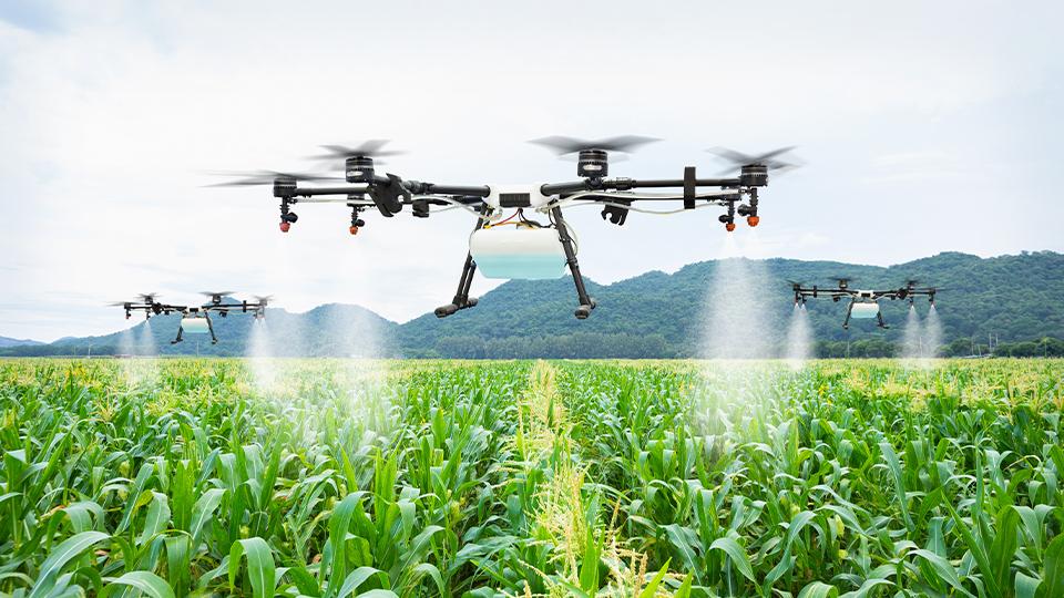 農薬の散布は、 ドローンで代用できます。